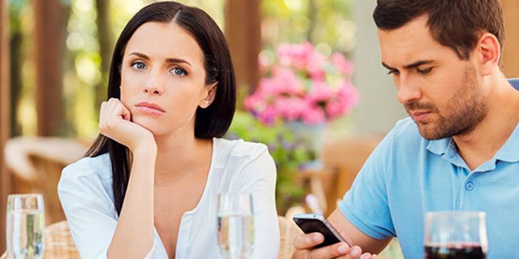 11 Definite Signs He Doesn't Like You